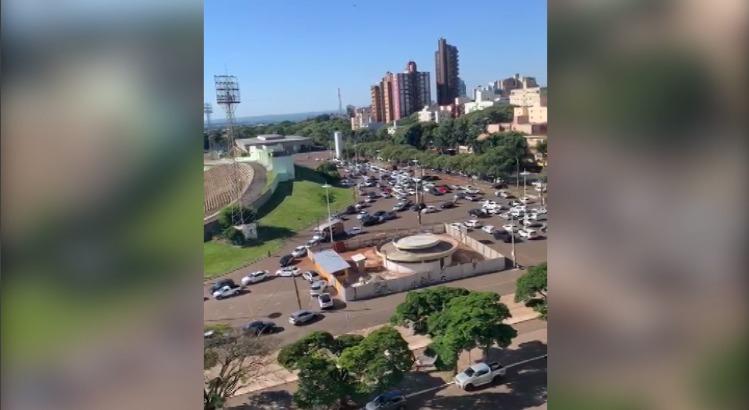"""Maringá: Motoristas fazem """"buzinaço"""" pedindo reabertura do comércio"""
